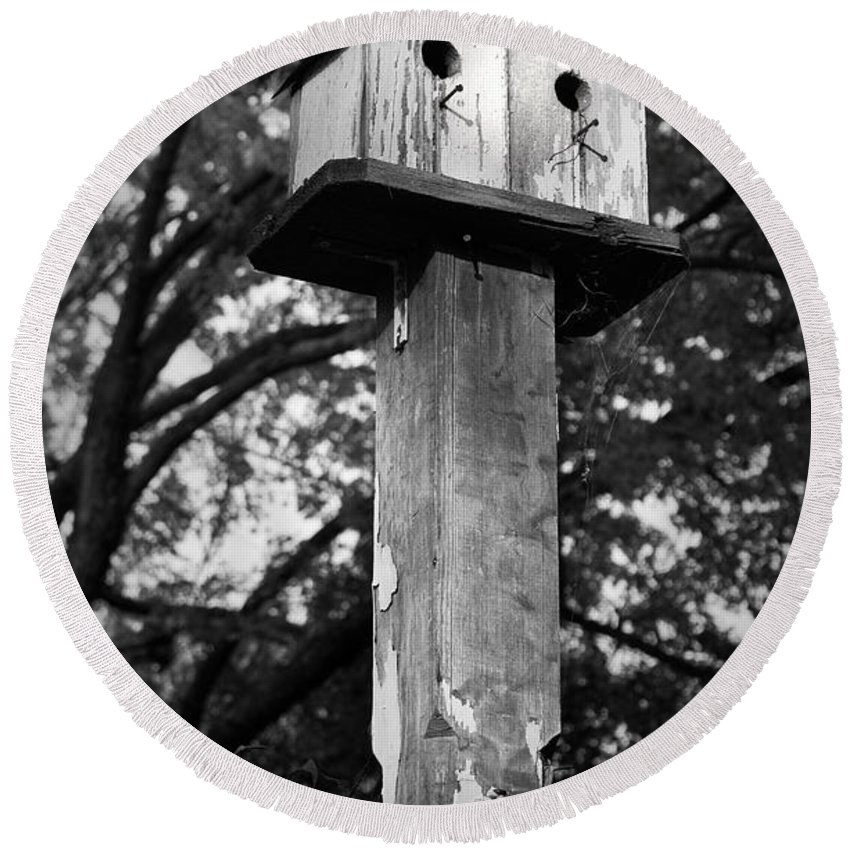Birdhouse Round Beach Towel featuring the photograph Weathered Bird House by Teresa Mucha