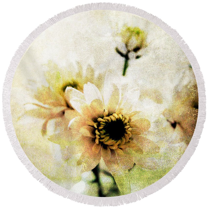 Bouquet Round Beach Towels