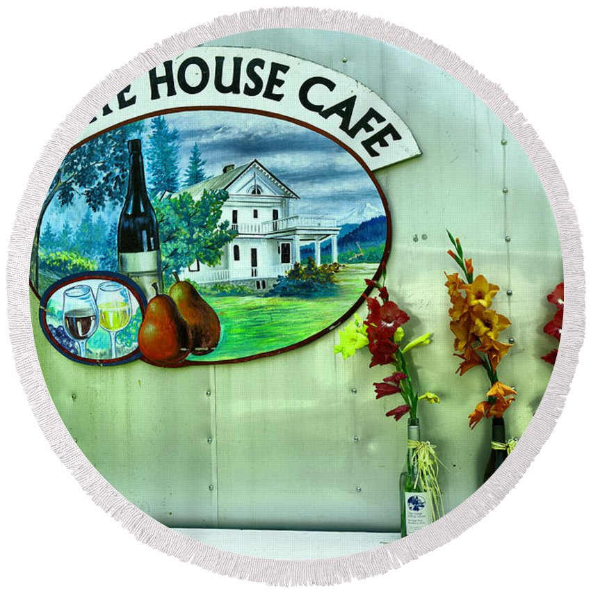 White House Cafe Round Beach Towel featuring the photograph White House Cafe by Jeff Swan