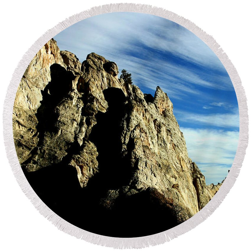 Garden Of The Gods Round Beach Towel featuring the photograph White Rocks by Anthony Jones