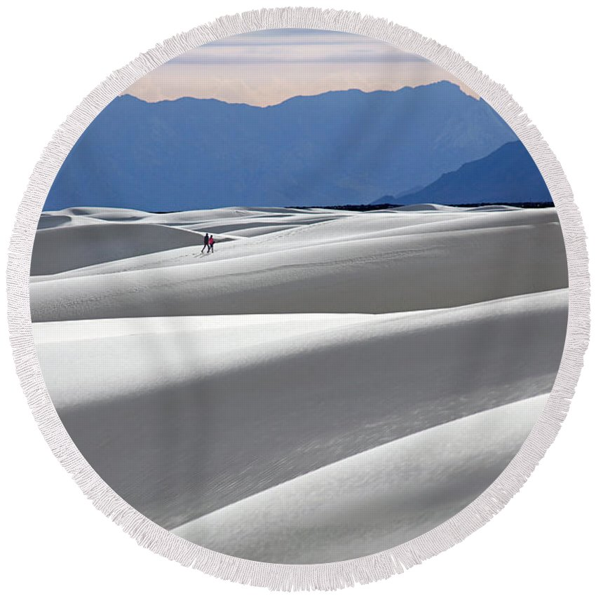 Hikers Round Beach Towel featuring the photograph White Sands Hikers by Martin Konopacki