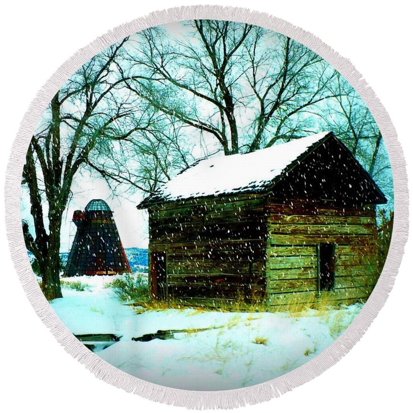 Winter Landscape Round Beach Towel featuring the photograph Winter Barn And Silo by Carol Groenen
