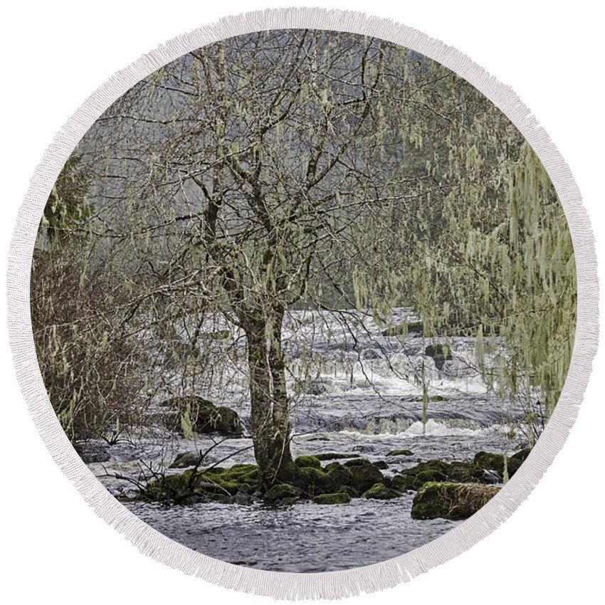 Scenic Round Beach Towel featuring the photograph Winter Colors On The Klawock by Richard Rivard