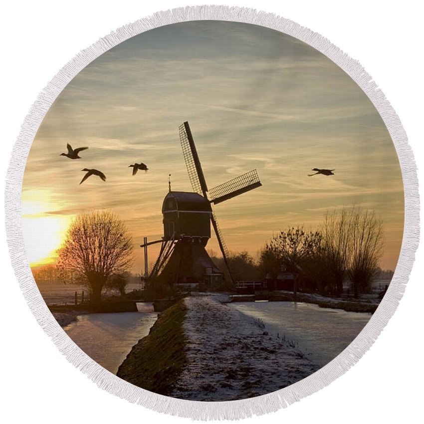 Winter Round Beach Towel featuring the photograph Winter In Holland-2 by Casper Cammeraat