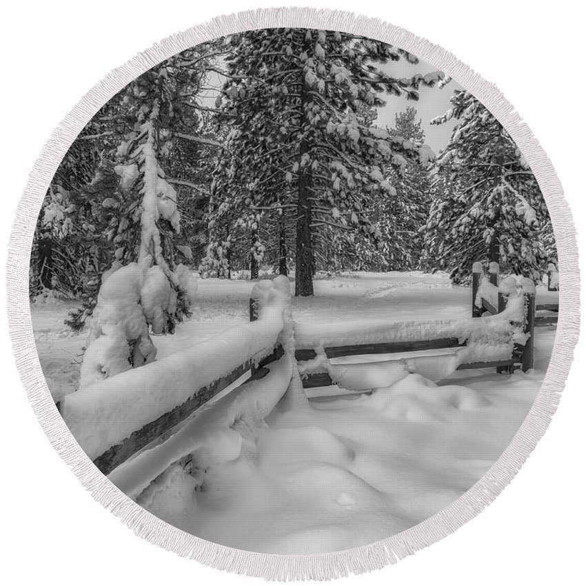 Tahoe Round Beach Towel featuring the photograph Winter In The Sierra by Jonathan Nguyen