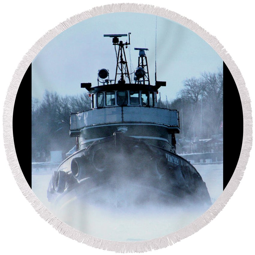 Tug Round Beach Towel featuring the photograph Winter Tug by Tim Nyberg