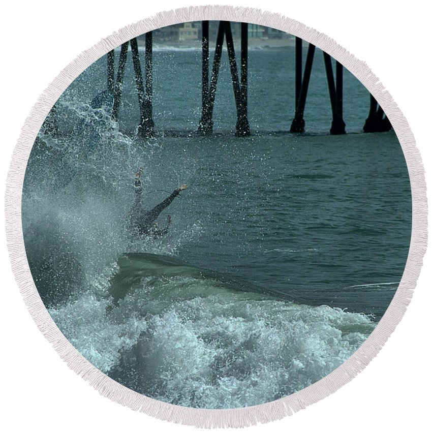 Ventura Round Beach Towel featuring the photograph Wipeout by Michael Gordon