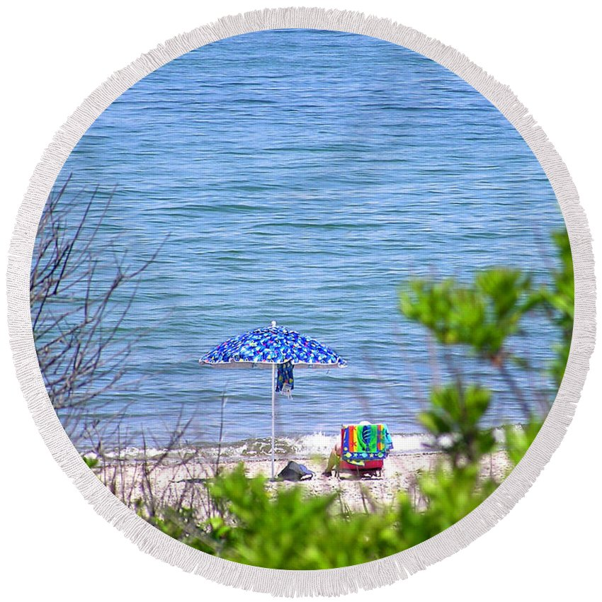 Beachgoer Round Beach Towel featuring the photograph Woman On The Beach by Charles Harden