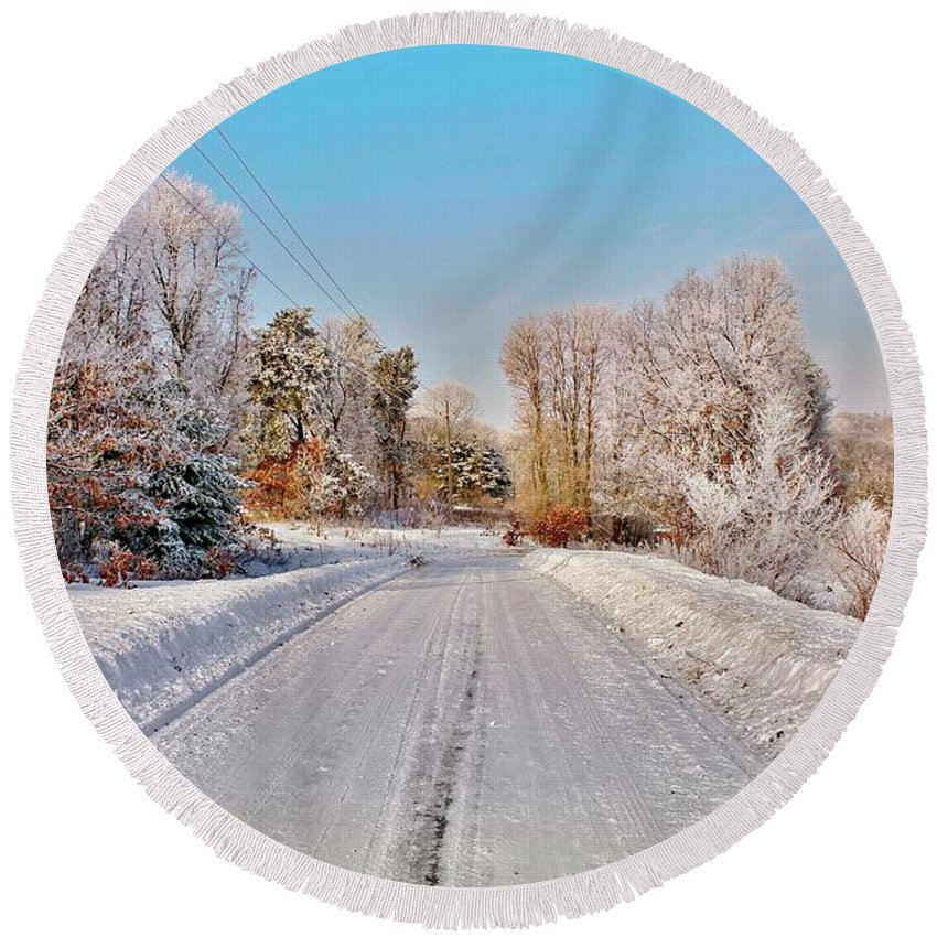 Hoarfrost Round Beach Towel featuring the photograph Woodmans Hoarfrost by Lowell Stevens