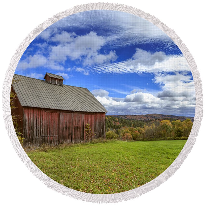 Woodstock. October Round Beach Towel featuring the photograph Woodstock Vermont Old Red Barn In Autunm by Edward Fielding