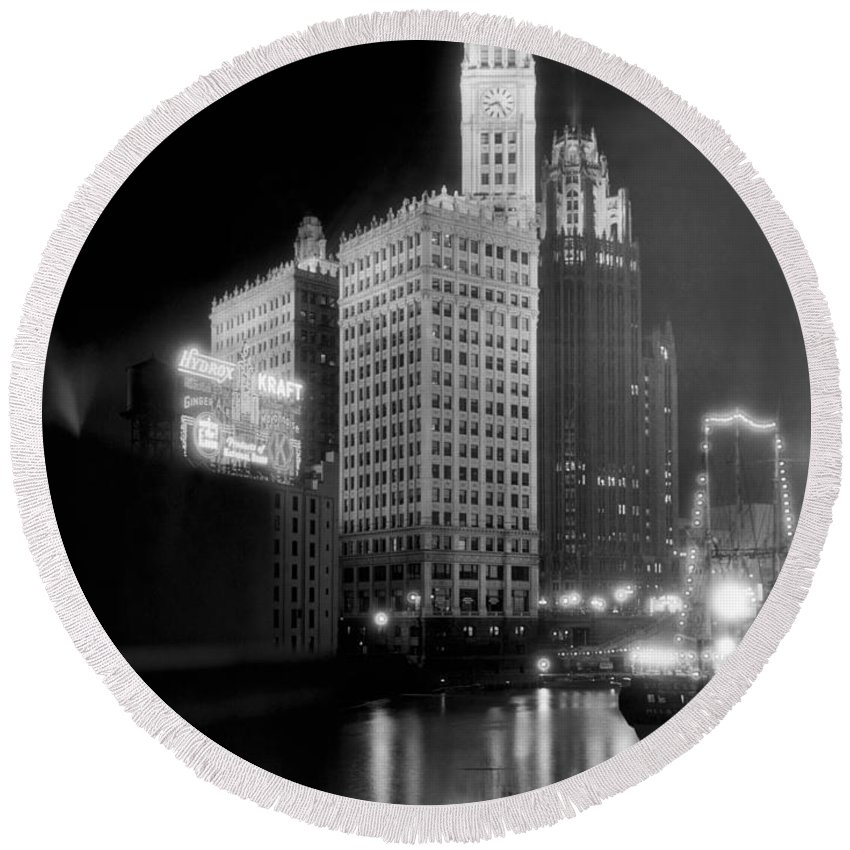 B And W Round Beach Towel featuring the photograph Wrigley And Tribune Buildings by Underwood Archives