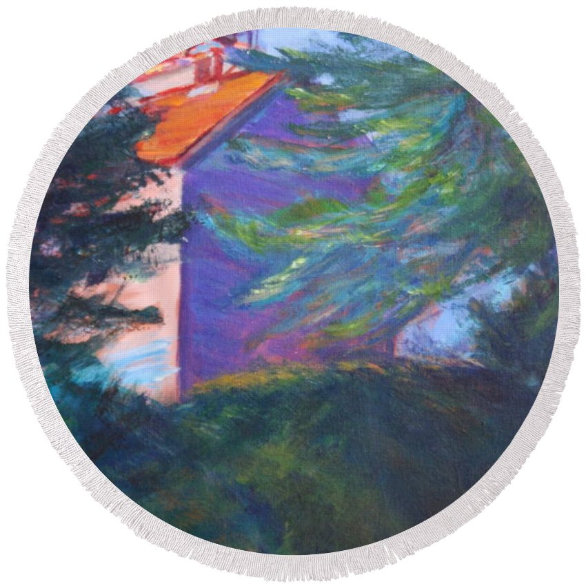 Quin Sweetman Round Beach Towel featuring the painting Yaquina Bay Lighthouse by Quin Sweetman