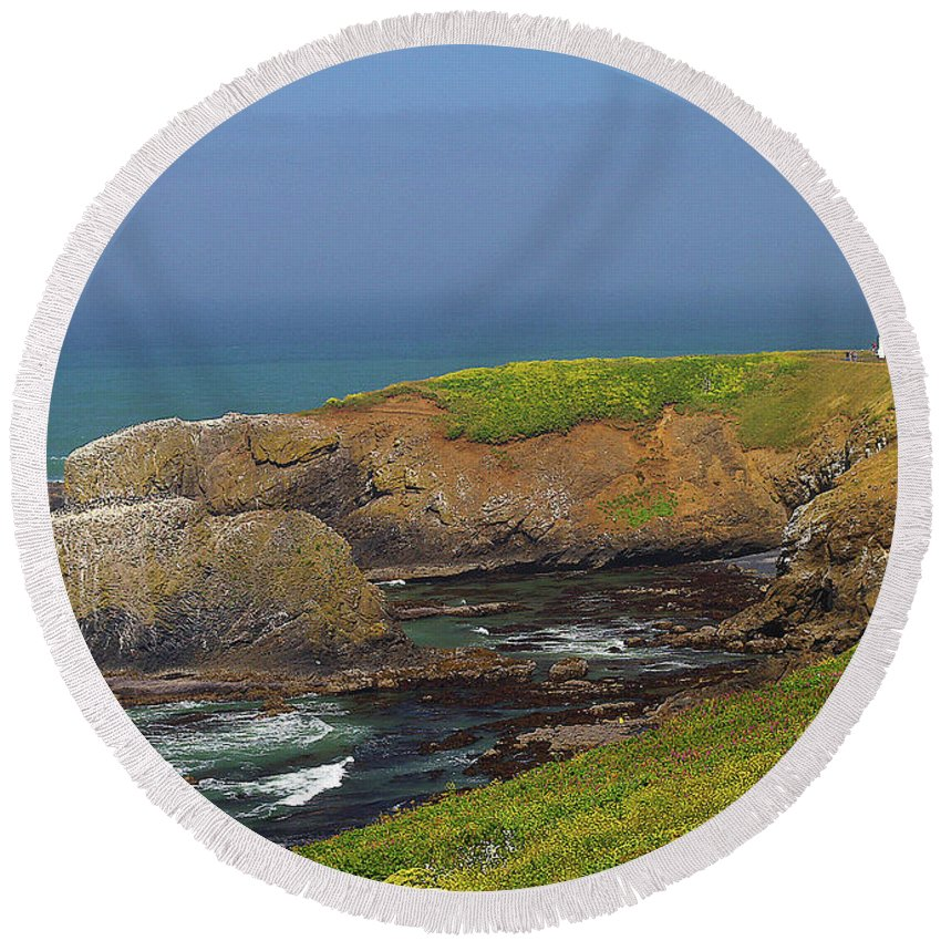 Oregon Round Beach Towel featuring the photograph Yaquina Head Lighthouse And Bay by Rich Walter