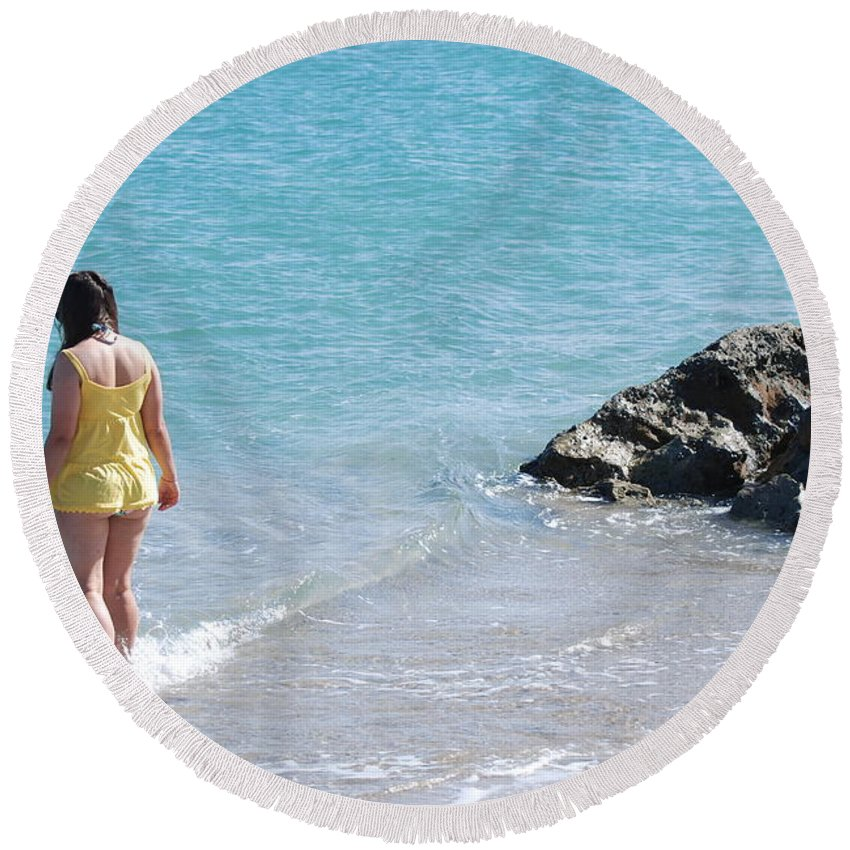 Sea Scape Round Beach Towel featuring the photograph Yellow And Blue by Rob Hans