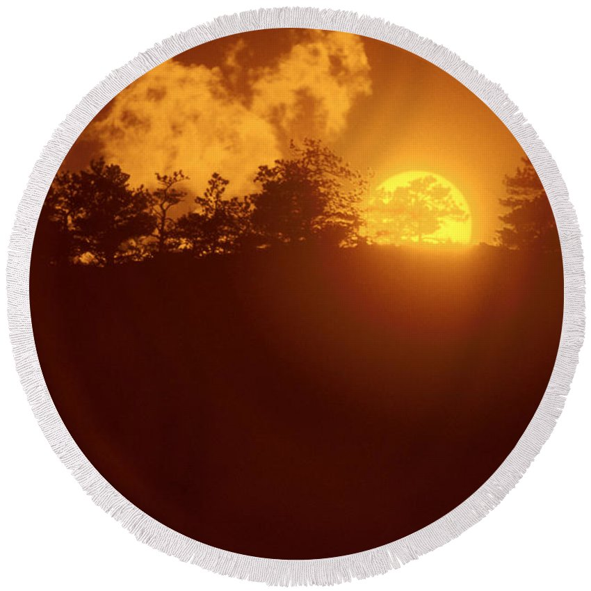 Sun Round Beach Towel featuring the photograph Yellow Sun by Jerry McElroy