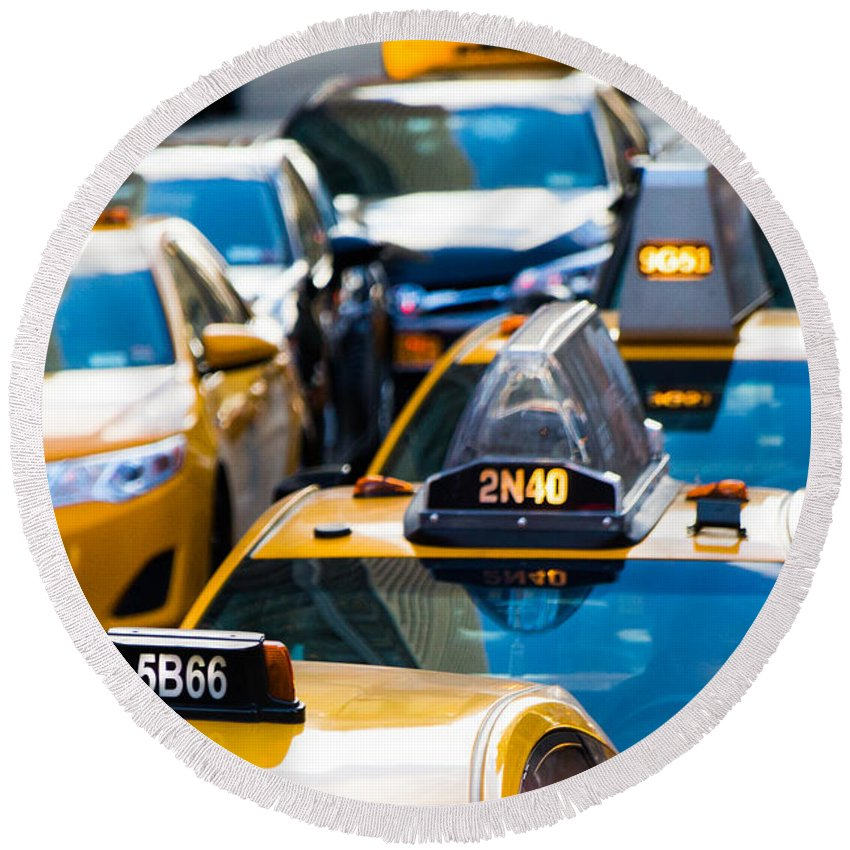 Manhattan Round Beach Towel featuring the photograph Yellow Taxis by SR Green