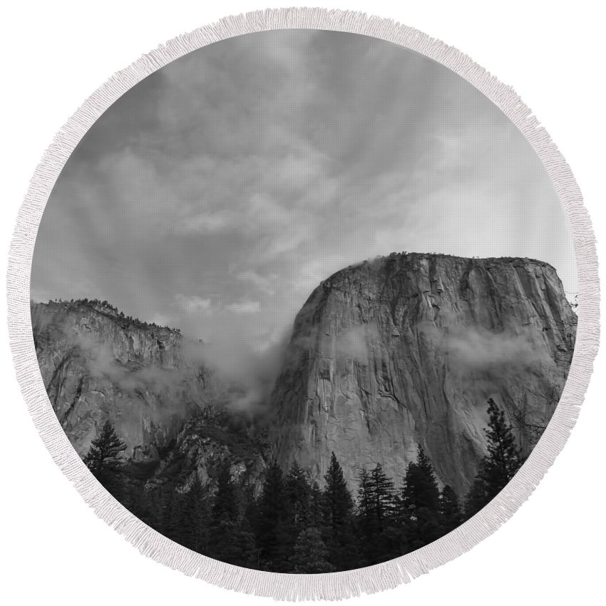 Fall Round Beach Towel featuring the photograph Yosemite 6 by Ingrid Smith-Johnsen
