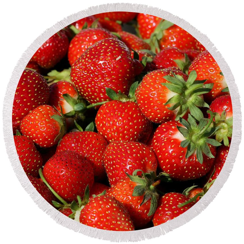 Fruit Round Beach Towel featuring the photograph Yummy Fresh Strawberries by Teresa Zieba