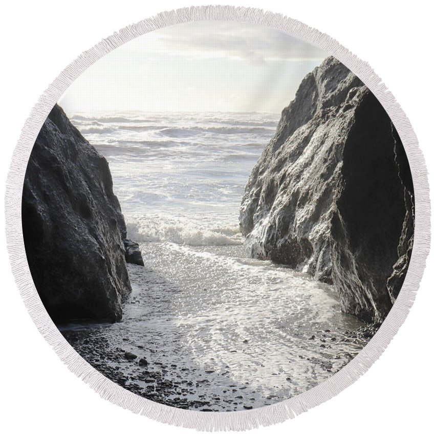 Ruby Round Beach Towel featuring the photograph Ruby Beach Sunshine by Benjamin Hanna
