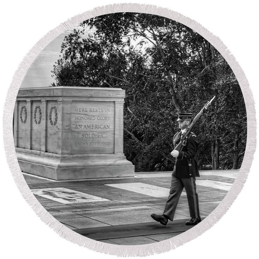 Craig Fildes Photography Round Beach Towel featuring the photograph Tomb Of The Unknown Soldier by Craig Fildes