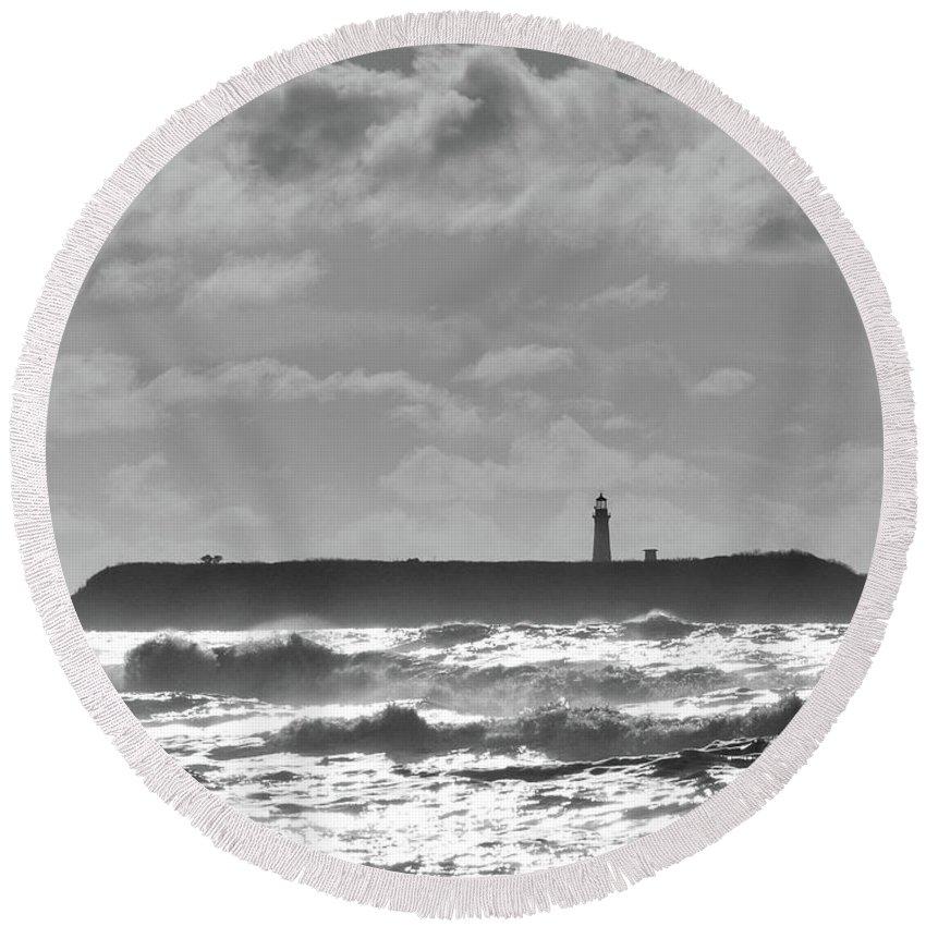 Ruby Round Beach Towel featuring the photograph Ruby Beach Sunshine by Benjamin Hanna