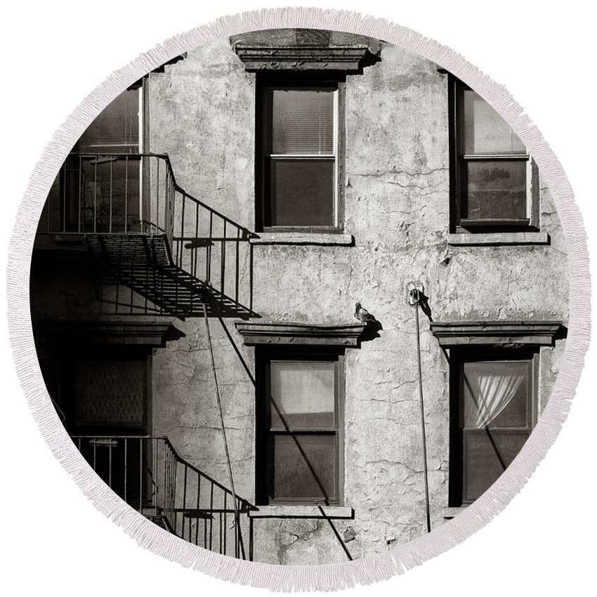 New York Round Beach Towel featuring the photograph Pigeon by Dave Bowman