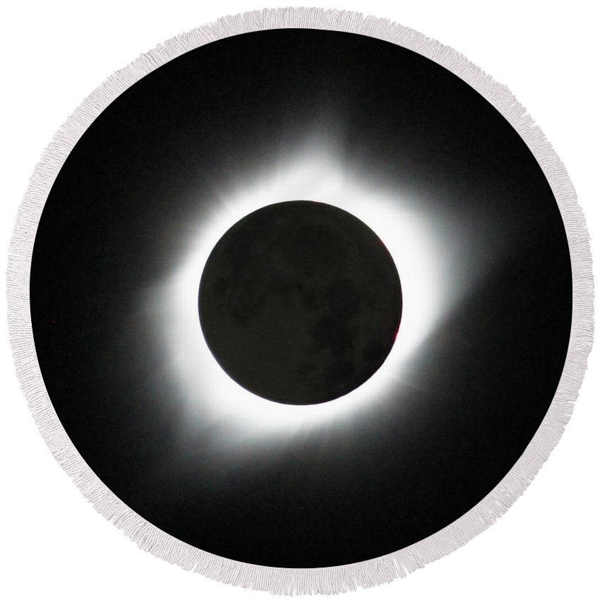 Solar Eclipse Round Beach Towel featuring the photograph The great American Eclipse by Nunzio Mannino