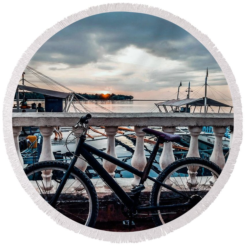 Bike Round Beach Towel featuring the photograph Traveller's point by Dynz Abejero