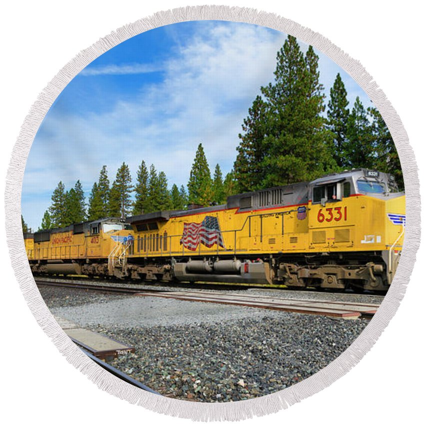 Freight Trains Round Beach Towel featuring the photograph Up6331 by Jim Thompson