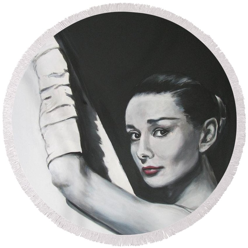 Audrey Hepburn Round Beach Towel featuring the painting Audrey Hepburn by Eric Dee