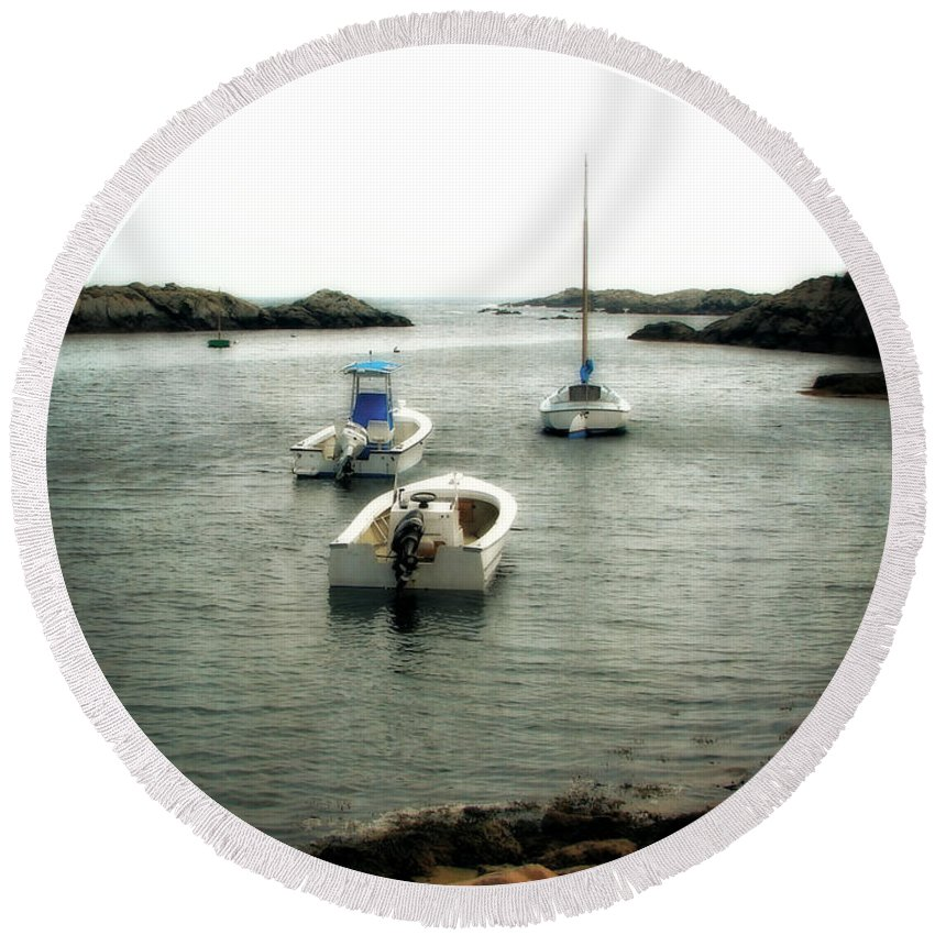 Ocean Round Beach Towel featuring the photograph Newport Rhode Island Shoreline by Michelle Calkins