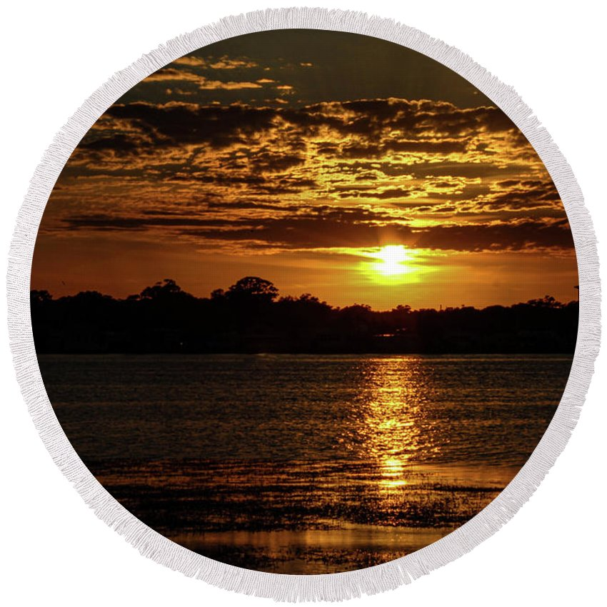 Sunset Round Beach Towel featuring the photograph The Sunset over the Lake by Daniel Cornell
