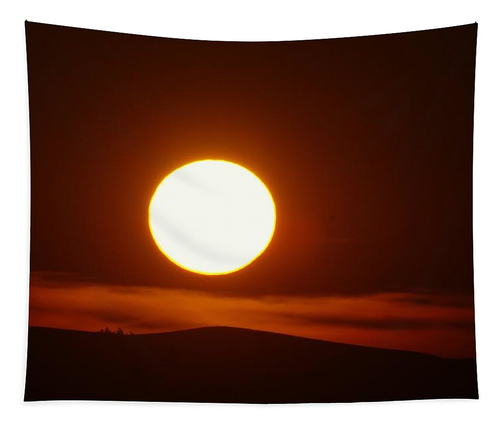 Sun Tapestry featuring the photograph A Slow Red Sunset by Jeff Swan