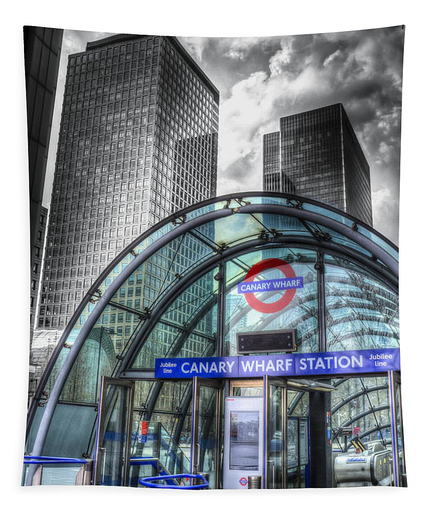 Canary Wharf Tapestry featuring the photograph Canary Wharf by David Pyatt