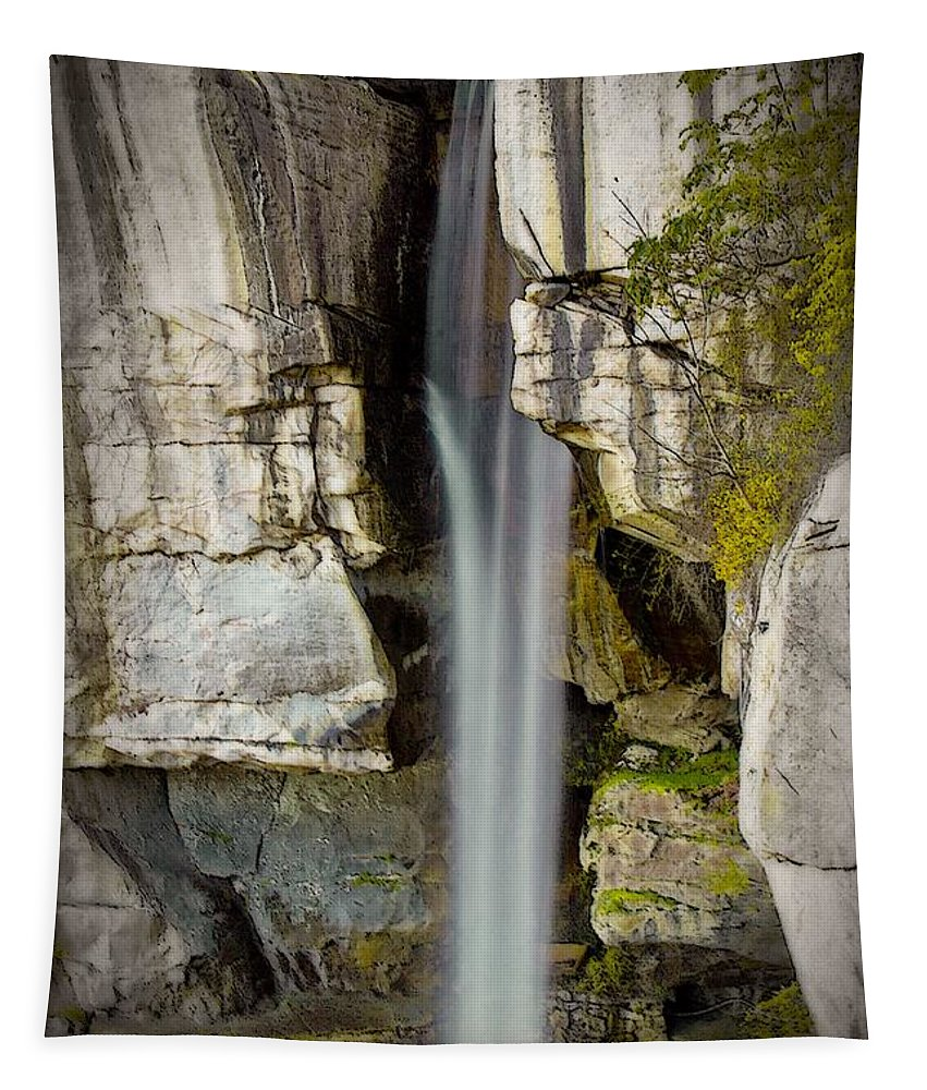 Water Fall Tapestry featuring the photograph High Falls At Rock City by Tom Gari Gallery-Three-Photography
