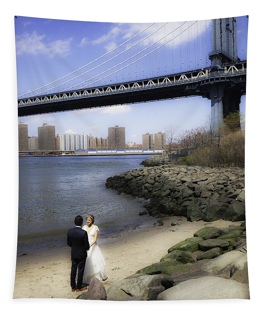 Love Tapestry featuring the photograph Love In The Afternoon - Dumbo by Madeline Ellis