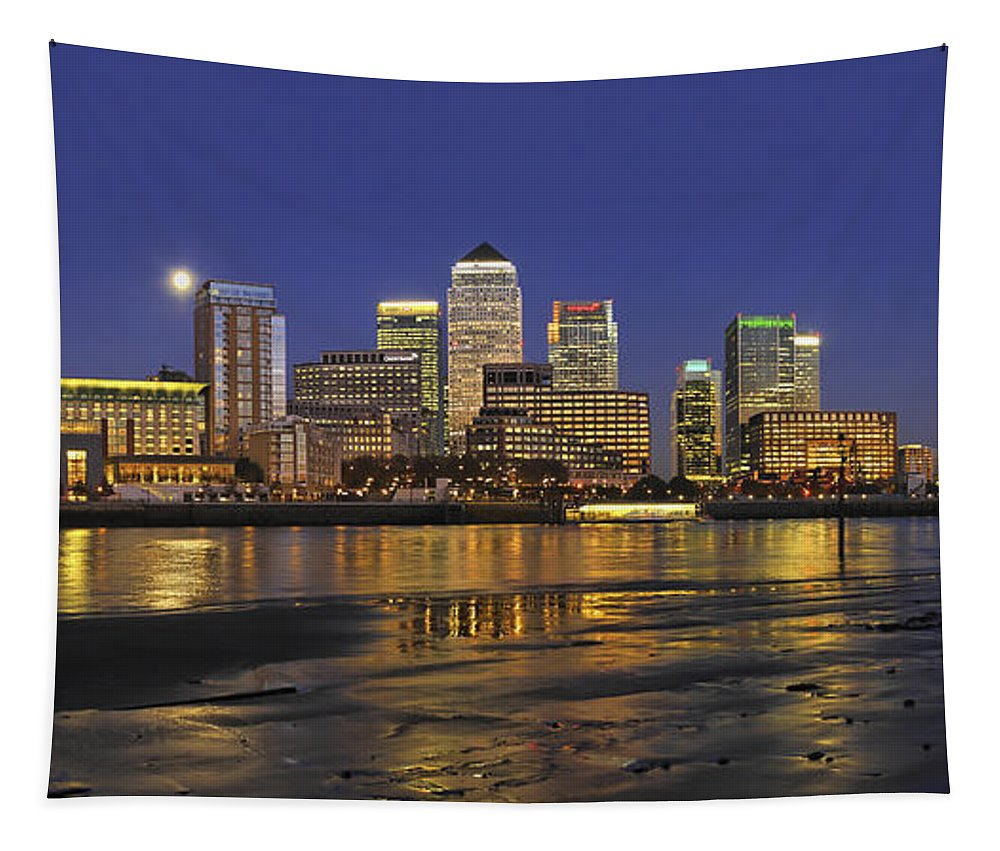 Moonrise Tapestry featuring the photograph Moonrise Over River Thames Flowing Past Canary Wharf by Frank Kletschkus