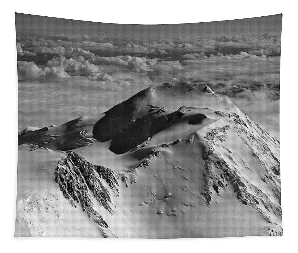North America Tapestry featuring the photograph Mount Mckinley - The Great One by Juergen Weiss