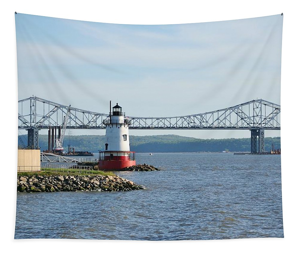 Lighthouses Tapestry featuring the photograph Tarrytown Lighthouse by Karen Silvestri