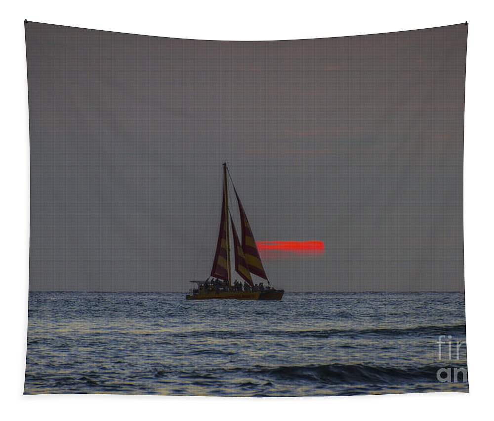 Honolulu Time Tapestry featuring the photograph Waikiki Sunset by Mitch Shindelbower