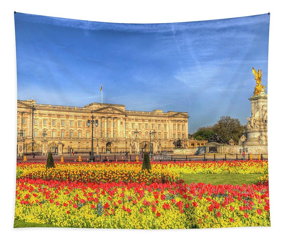 London Tapestry featuring the photograph Buckingham Palace London by David Pyatt