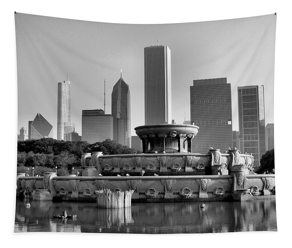 Buckingham Fountain Tapestry featuring the photograph Buckingham Fountain - 2 by Ely Arsha