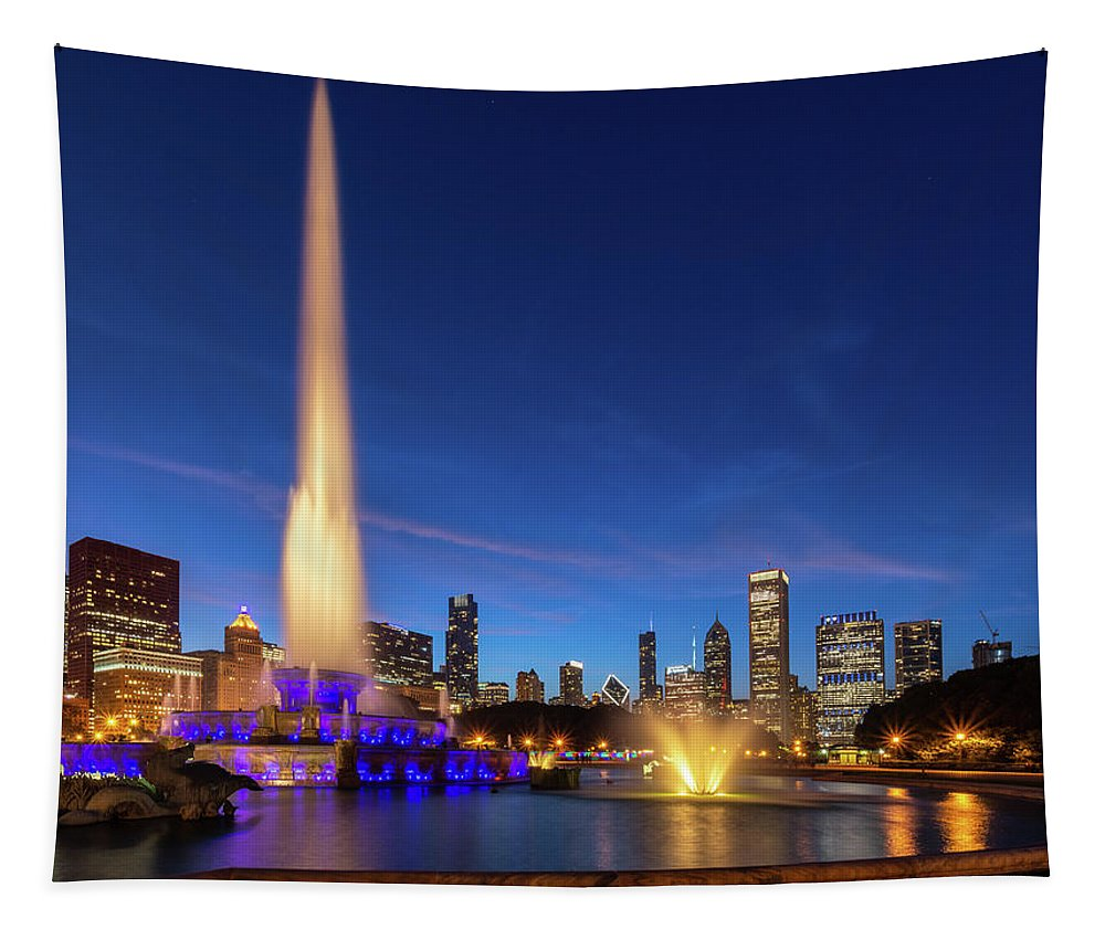 Buckingham Tapestry featuring the photograph Buckingham Fountain At Dusk by David Hart