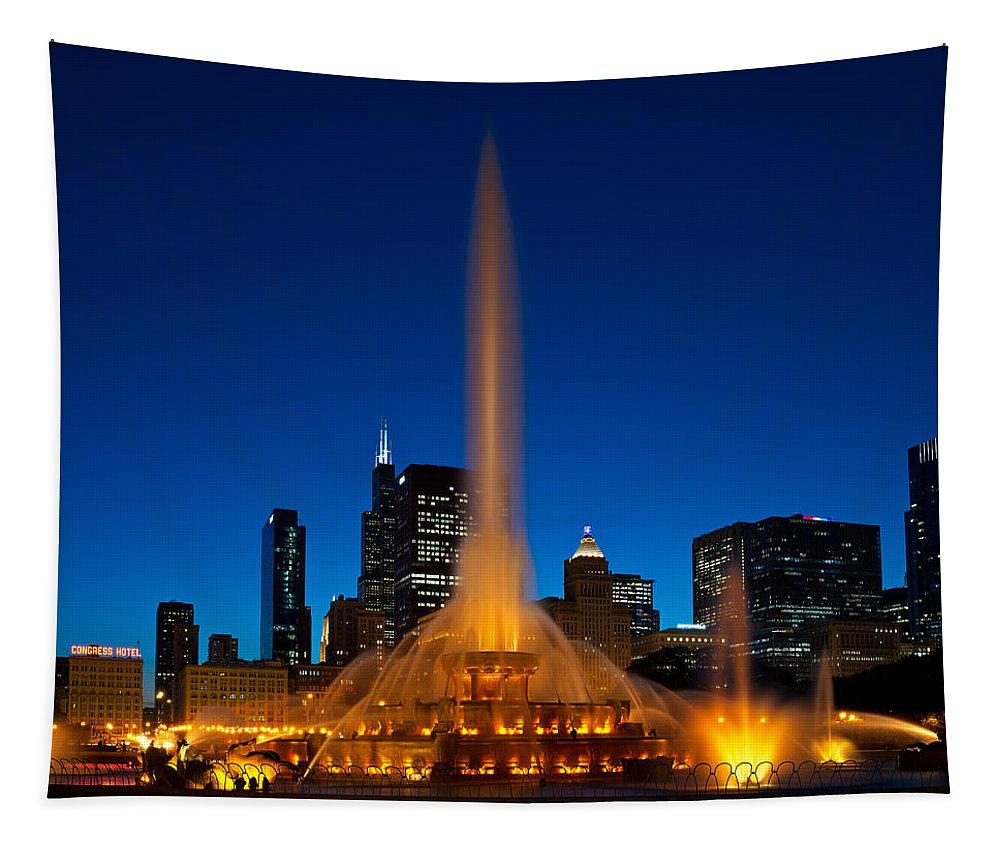 Chicago Tapestry featuring the photograph Buckingham Fountain Nightlight Chicago by Steve Gadomski