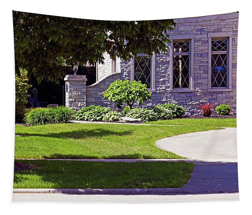 Bruce Bodden Tapestry featuring the photograph House On Wisconsin Avenue by Bruce Bodden