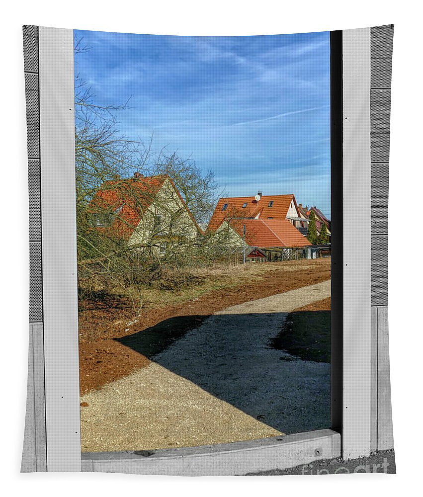 Noise Barrier Wall Tapestry featuring the photograph Last Glance by Elisabeth Lucas