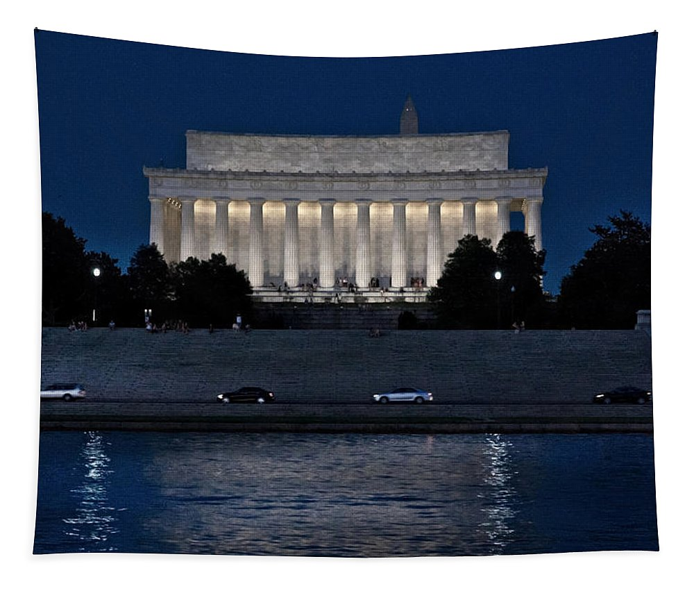 Photo Designs By Suzanne Stout Tapestry featuring the photograph Lincoln Memorial by Suzanne Stout