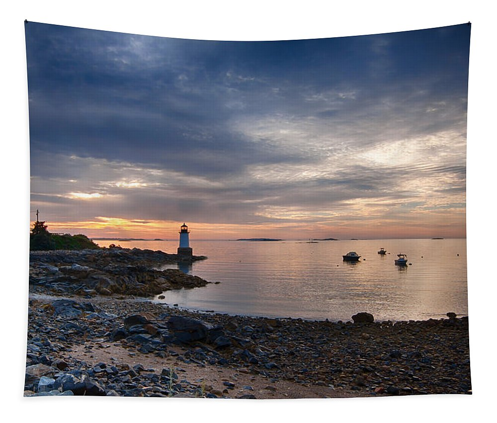 Fort Pickering Lighthouse Tapestry featuring the photograph Low Tide At Salem's Lighthouse by Jeff Folger