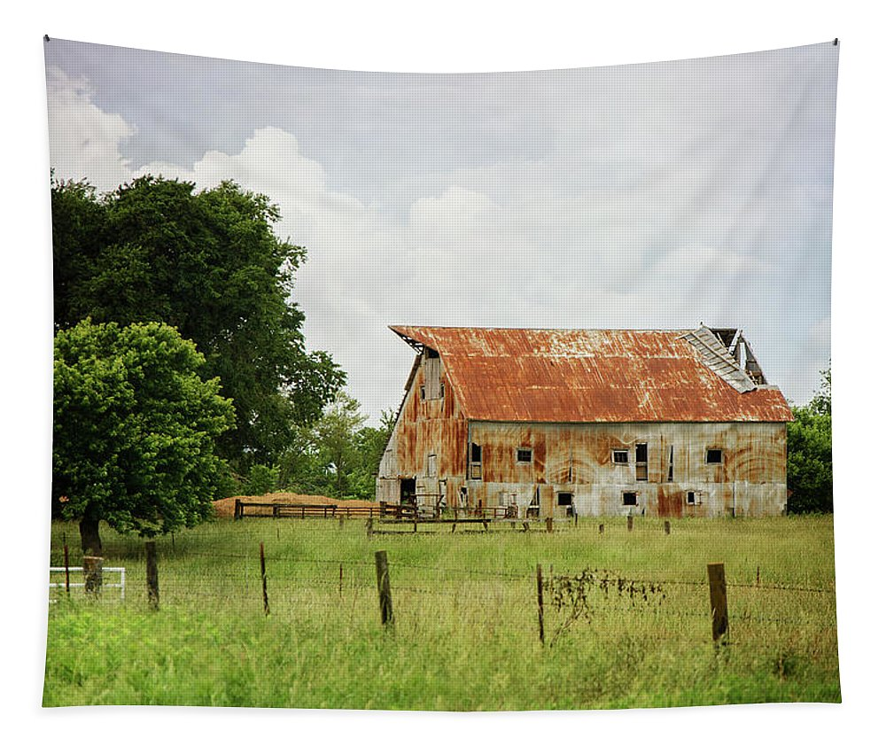 Red Oak Barn Tapestry featuring the photograph Red Oak Barn by Susan McMenamin