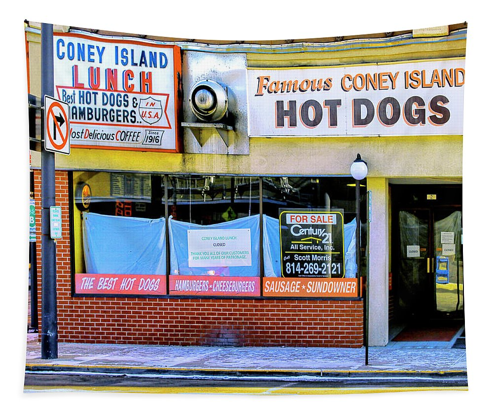 Coney Island Tapestry featuring the photograph Coney Island Lunch by Dominic Piperata